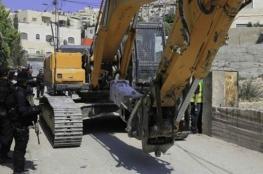 جرافات تهدم منزلاً مطل على البلدة القديمة في القدس