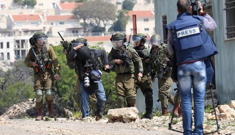 27 انتهاكا إسرائيليا بحق الصحفيين الشهر الماضي