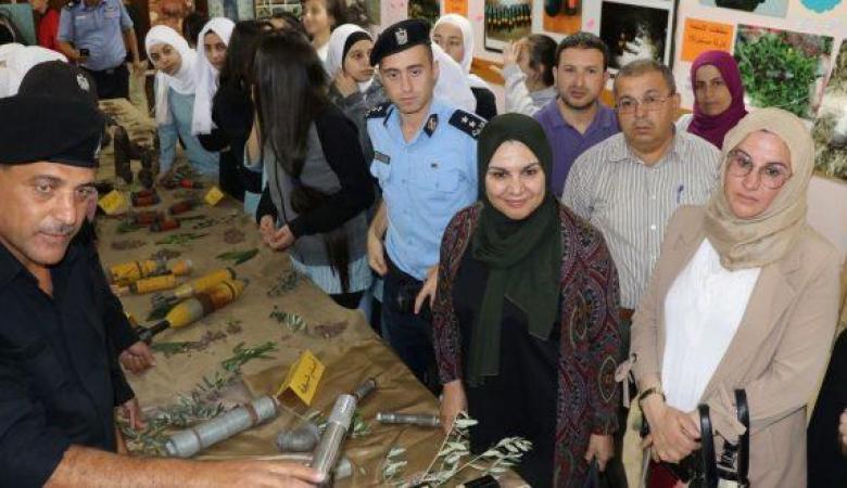 الشرطة تفتتح معرض الصور للأجسام المشبوهة في رام الله