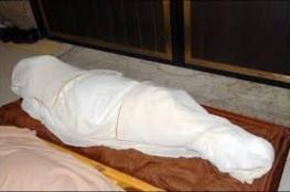 عاد للحياة أثناء تغسيله ووضعه في الكفن.. ويموت في اليوم التالي
