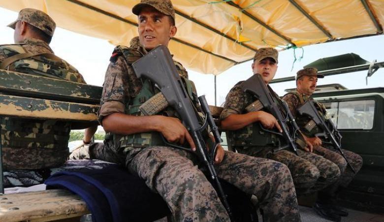 الرئيس التونسي يأمر الجيش بالانتشار في الشوارع