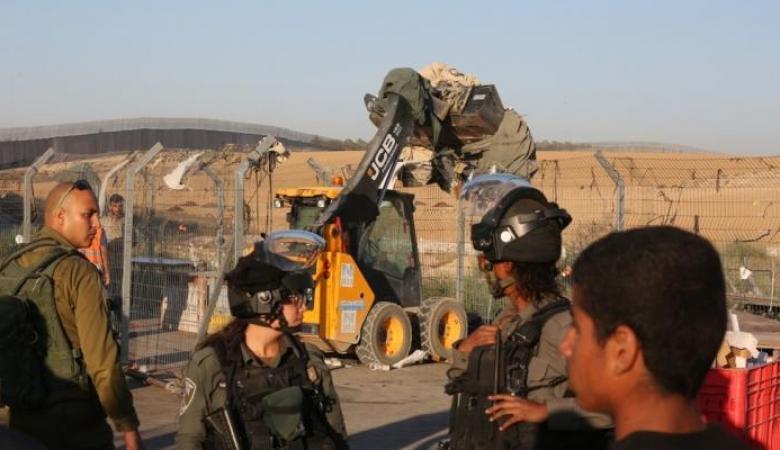 الاحتلال يداهم مسجدا في العيسوية ويصيب 3 مصلين