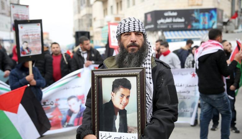 مسيرة في رام الله للمطالبة باسترداد جثامين الشهداء المحتجزة