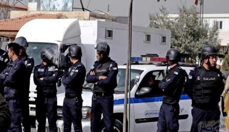 سائق ثمانيني يتسبب في وفاة ضابط وإصابة رجلي أمن في حادث دهس بالأردن