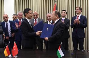 جانب من توقيع عقد تنفيذ البنية التحتية للمنطقة الصناعية في جنين