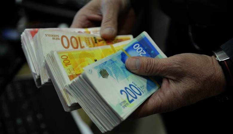 """""""اسرائيل """" تقلص رواتب وزرائها ونوابها لمواجهة الازمة المالية"""