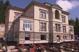 فيديو: إزاحة قصر تاريخي 20 مترا في سويسرا.. كم كلف؟
