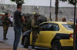 قوات الاحتلال تقتحم دوار المنارة وسط مدينة الخليل