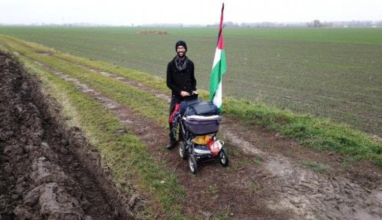 عام كامل من السير على الاقدام حباً بفلسطين