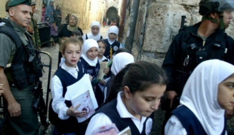 100 ألف طالب بالقدس مهددون بالحرمان من المنهاج الفلسطيني