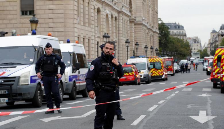 مقتل 4 أشخاص في هجوم على مركز شرطة في باريس