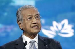 """استقالة مفاجئة لرئيس وزراء ماليزيا """"مهاتير محمد """""""