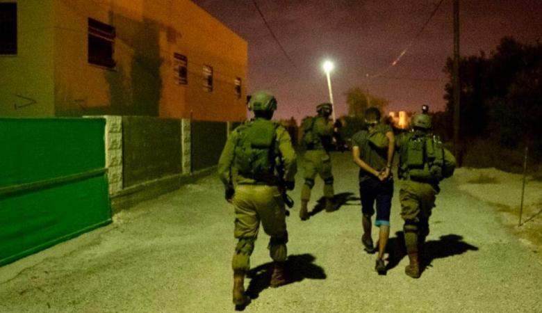 الاحتلال يشن حملة اعتقالات تخللها مواجهات في الضفة والقدس