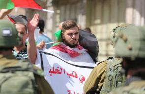 مسيرة في الخليل رداً على قرار الاحتلال باعطاء حكم ذاتي للمستوطنين .