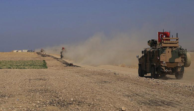 شاهد ..الاكراد يدمرون دبابة  تركية وينشرون صور مشاهد لتفحمها
