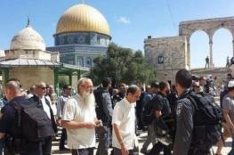 العشرات من المستوطنين يقتحمون المسجد الاقصى