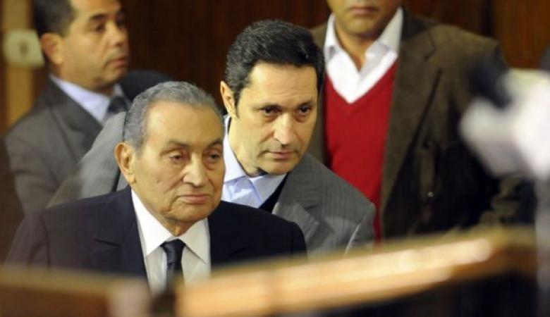 نجل حسني مبارك يعلق على صور الفتيات في مظاهرات لبنان