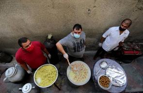 مبادرة في غزة لتوزيع الفلافل والحمص على العائلات الفقيرة في ظل جائحة كورونا
