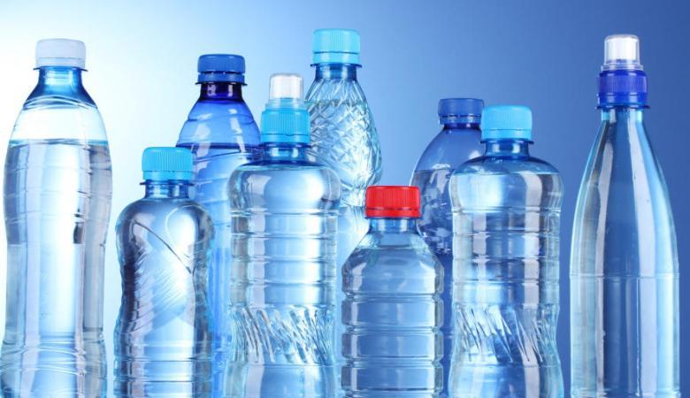 تحذير من شرب الماء بعبوات بلاستيكية