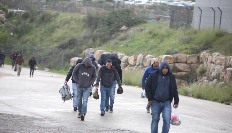تجارة التصاريح ..توجه اسرائيلي جديد لانهاء هذه الظاهرة