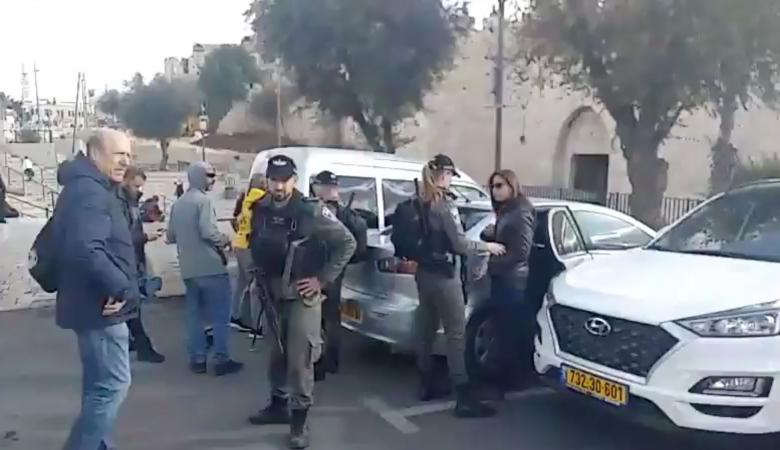 """اعتصام أمام """"المسكوبية"""" في القدس تنديد باعتقال طاقم فلسطين"""