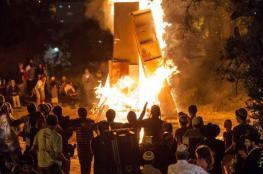 تحت جنح الظلام ...مستوطنون يحاولون احراق مسجداً جنوب الخليل