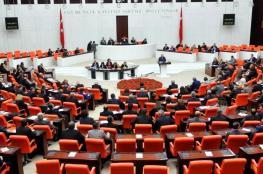 شاهد ..ضرب ولكمات في البرلمان التركي بعد مقتل جنود في سوريا