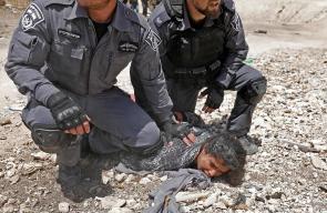 قوات الاحتلال تقمع متضامنين واهالي الخان الاحمر شرق القدس