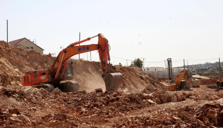 المستوطنون يستولون على 24 دونما من اراضي المواطنين شرق الخليل