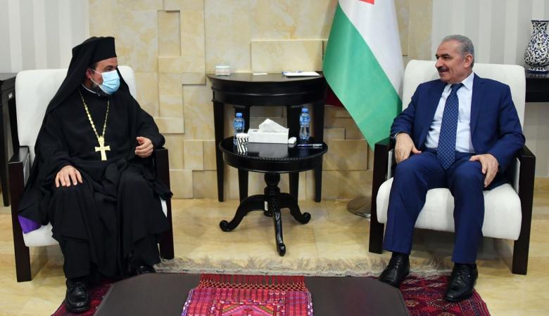 رئيس الوزراء يستقبل وفدا من مجمع كنائس رام الله