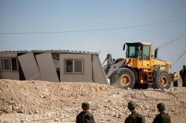 الاحتلال يسلم إخطارات لهدم منازل ومحمية طبيعية وحديقة اطفال جنوب الخليل
