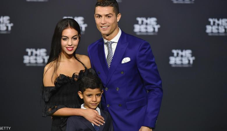 رونالدو يتفوق من جديد على ميسي ويحصد لقب الأفضل على العالم
