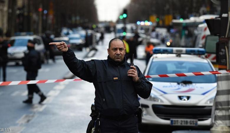 مقتل شرطي في إطلاق نار وسط باريس