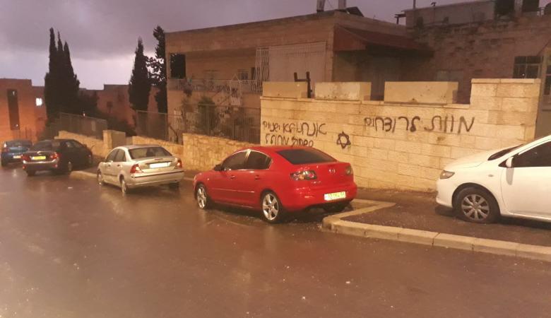 تخريب سيارات وشعارات تدعو لقتل الفلسطينيين والعرب في القدس