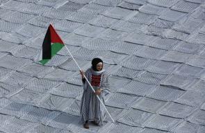 أكبر كوفية فلسطينية في العالم بمساحة 1400 متر بالخليل