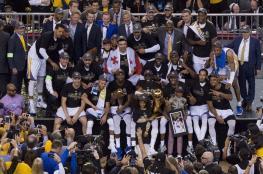 فريق أمريكي لكرة السلة يرفض لقاء ترامب بعد التتويج باللقب