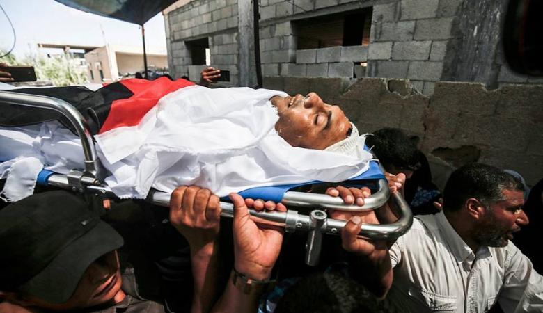 """جماهير غفيرة تشيع جثامين شهداء """"مسيرة العودة"""" في غزة"""