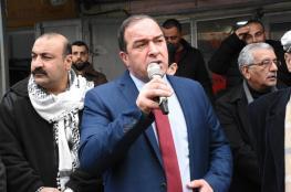 """محافظ سلفيت يصدر قرارا بازالة """"الآرمات"""" المكتوبة بالعبرية عن واجهات المحال التجارية"""