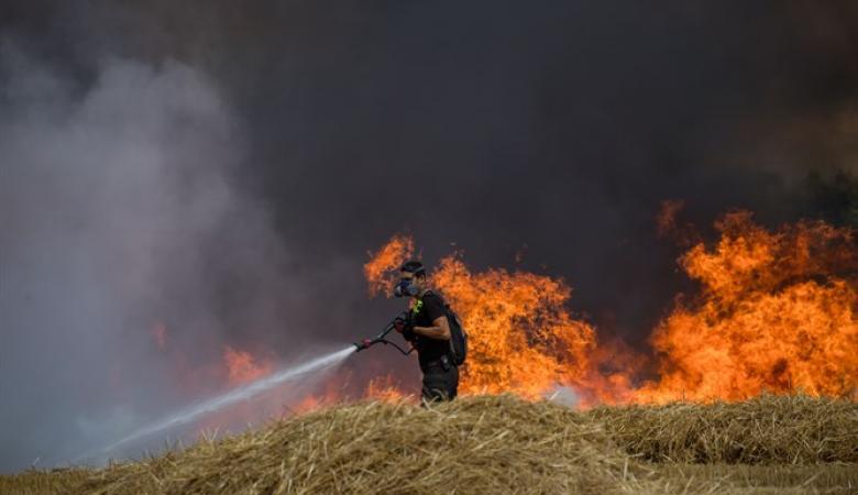 """البالونات الحارقة تتسبب باندلاع 60 حريقا في """"غلاف غزة"""""""