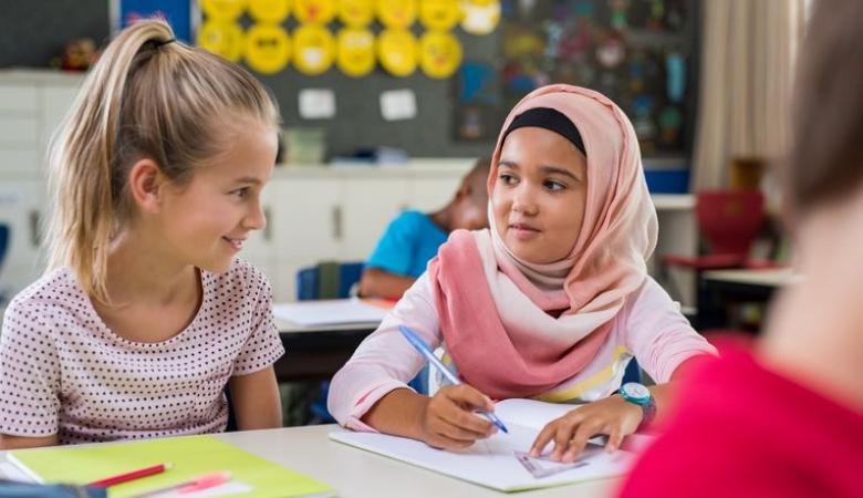 أغلبية الألمان يؤيدون منع الفتيات المسلمات من ارتداء الحجاب في المدارس