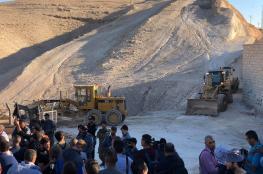 الاحتلال يواصل اعمال التجريف في الخان الاحمر شرق القدس