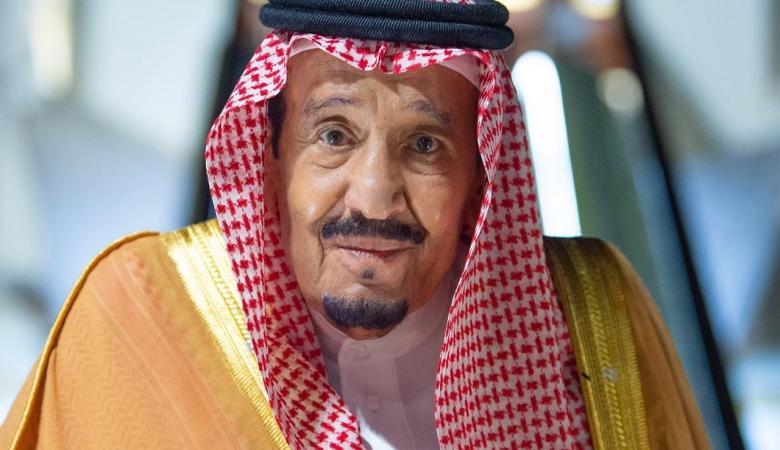 العاهل السعودي يصل سواحل البحر الأحمر لاستكمال التعافي