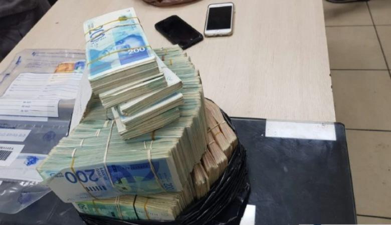 الشرطة تقبض على شخص متهم بالنصب بمبلغ مليون شيقل