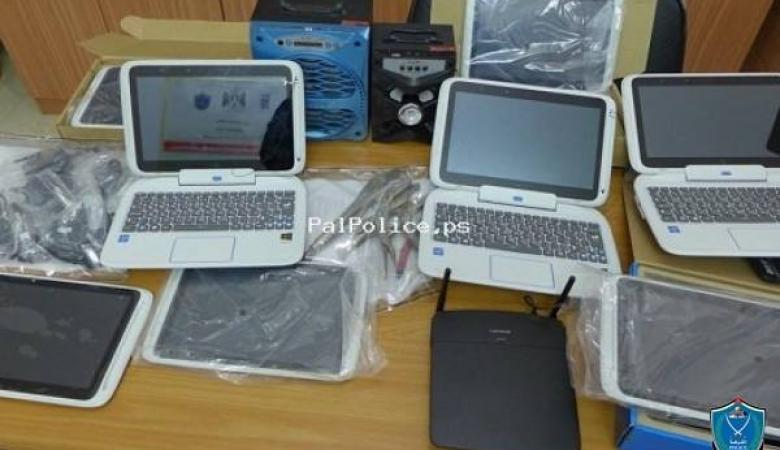 الشرطة تكشف ملابسات سرقة 12 لابتوب من مدرسة في طولكرم