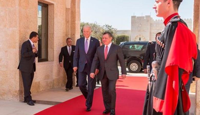 بايدن التقى العاهل الأردني في عمان لبحث جهود احياء عملية السلام في الاراضي الفلسطينية