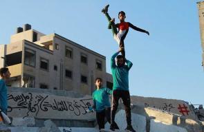 جانب من سيرك تضامني على أنقاض مؤسسة سعيد المسحال في غزة