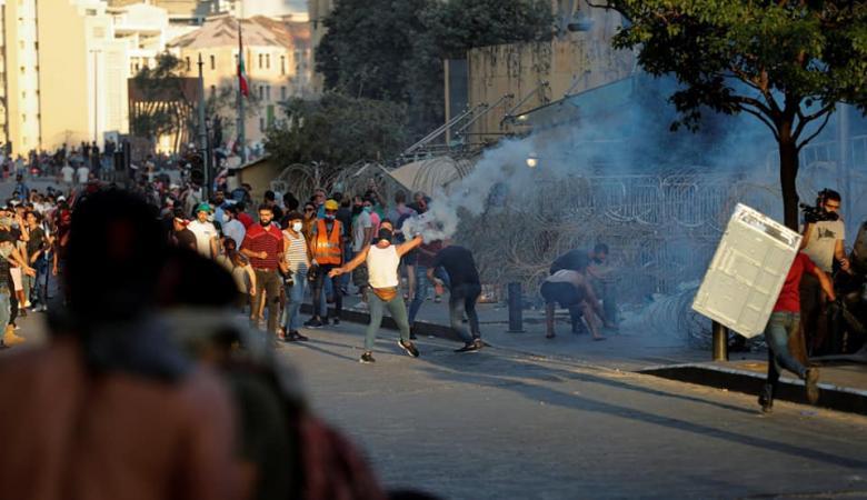 تجدد المواجهات بين الأمن والمتظاهرين وسط بيروت