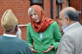 """رئيسة وزراء بريطانيا  ترتدي الحجاب  في فعالية """"زُر مسجدي"""""""