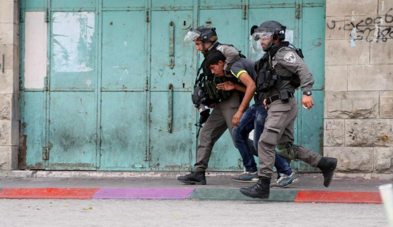 الاحتلال يعتقل 13 مواطناً من الضفة الغربية والقدس