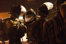 الاحتلال يزعم اعتقال خلية مسلحة نفذت عملية اطلاق نار في الخليل